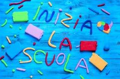 Scuola della La di Inizia, di nuovo alla scuola scritta in italiano Immagini Stock