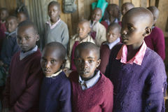Scuola di Karimba con gli scolari in aula nel Kenya del nord, Africa Fotografie Stock Libere da Diritti