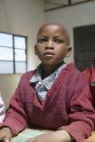 Scuola di Karimba con la fine su di giovane studente in nuova aula nel Kenya del nord, Africa Immagini Stock Libere da Diritti