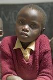 Scuola di Karimba con la fine su di giovane studente in nuova aula nel Kenya del nord, Africa Fotografia Stock Libera da Diritti