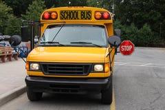 Scuola Van con il FANALE DI ARRESTO Immagini Stock Libere da Diritti