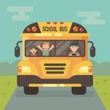 Scuolabus giallo con un driver e due bambini illustrazione di stock