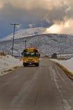 Scuolabus nel paese Fotografia Stock