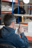 Вид сзади человека с общего назначения моделью гипсолита Scuplting лезвия Стоковое Фото