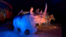 Scuplture del hielo del rinoceronte de la nieve Imagen de archivo libre de regalías