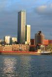 Scyscraper di Maastoren a Rotterdam al tramonto Fotografia Stock