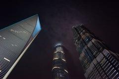 Scyscrapers di Shanghai in nuvole Immagini Stock Libere da Diritti