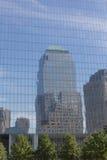 Scyscrapper reflekterade på exponeringsglas Royaltyfri Bild