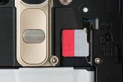 SD记忆槽孔在智能手机背面 库存照片