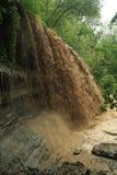 Sédiment de transport de cascade à écriture ligne par ligne après forte pluie Image libre de droits