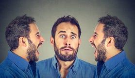 Sdoppiamento di personalita Due uomini arrabbiati che gridano allo spaventato a immagini stock libere da diritti