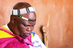 Södra Elderl - afrikanskt stam- vila för kvinna Arkivbild
