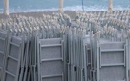 Sdrai chiusi sulla spiaggia Fotografia Stock Libera da Diritti