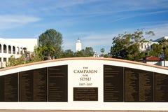SDSU墙壁的竞选在圣地亚哥状态Univ校园里  免版税库存照片
