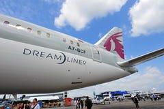 Seção de cauda de Qatar Airways Boeing 787-8 Dreamliner em Singapura Airshow Imagem de Stock
