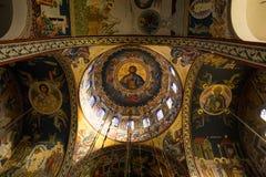Seção interna da abóbada ortodoxo da igreja grega com um fresco de Jesus Christ, fotos de stock
