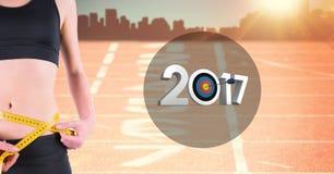 Seção meados de da mulher que mede sua cintura contra 3D 2017 Foto de Stock