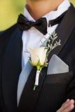 Seção meados de das flores na lapela do homem imagens de stock