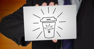 Seção meados de do homem de negócio com o cartão que mostra a garatuja do café contra o painel de madeira alaranjado Fotografia de Stock Royalty Free