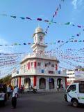 Señal cuadrada de la torre, adornada en ocasión del gran mela 2016 del kumbh del simhasth, Ujjain la India fotografía de archivo