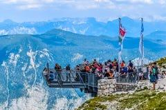 Señal de cinco de los fingeres montañas de Dachstein foto de archivo libre de regalías