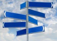 Señal de dirección azul en blanco Fotos de archivo libres de regalías