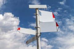 Señal de dirección de Blanc con el cielo y las nubes en fondo Fotografía de archivo libre de regalías