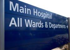 Señal de dirección del hospital. imágenes de archivo libres de regalías