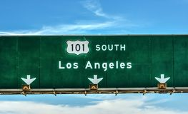 Señal de dirección de Los Ángeles en la autopista sin peaje 101 en dirección del sur Imágenes de archivo libres de regalías