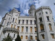 Señal de Hluboka del castillo en República Checa imagenes de archivo
