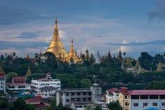Señal de la pagoda de Shwedagon de la ciudad de Rangún, Myanmar Imagenes de archivo