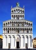 Señal de Lucca, San Micaela en la iglesia de Foro. Toscana, Italia. Foto de archivo