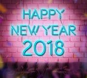Señal de neón azul de la Feliz Año Nuevo 2018 y x28; 3d renderiing& x29; en ladrillo rosado Imagen de archivo