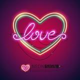 Señal de neón colorida del corazón del amor Foto de archivo