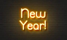Señal de neón del Año Nuevo en fondo de la pared de ladrillo Imágenes de archivo libres de regalías