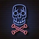 Señal de neón del cráneo y de los huesos Señal de neón del cráneo y de los huesos Cráneo y huesos cruzados Fotos de archivo libres de regalías