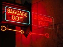 Señal de neón del departamento del equipaje Imagen de archivo libre de regalías