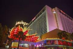 Señal de neón en el frente del hotel y del casino de Las Vegas del flamenco Fotos de archivo libres de regalías