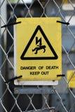 Señal de peligro de alto voltaje Imagen de archivo libre de regalías