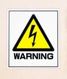 Señal de peligro de alto voltaje amarilla Imagen de archivo