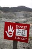 Señal de peligro de la mina Foto de archivo libre de regalías