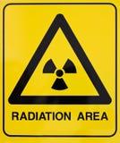 Señal de peligro de la radiación nuclear Fotografía de archivo libre de regalías