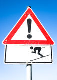 Señal de peligro del esquiador Imagenes de archivo