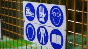 Señal de peligro del primer, de salud y de la seguridad Lista de la seguridad de reglas del comportamiento en el cartel sujetado almacen de metraje de vídeo