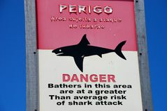 Señal de peligro del tiburón. Brasil Fotos de archivo libres de regalías