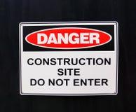 Señal de peligro; Peligro, emplazamiento de la obra Imagen de archivo