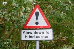 Señal de peligro - esquina ciega Fotos de archivo