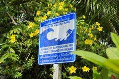 Señal de peligro de la zona del peligro del tsunami Fotografía de archivo libre de regalías