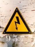 Señal de peligro peligrosa eléctrica del área Imagenes de archivo
