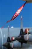 Señal de protección en un avión imagen de archivo